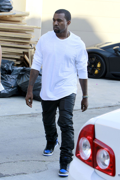 Kanye west with kim kardashian in air jordan 1 black for Jordan royal 1 shirt