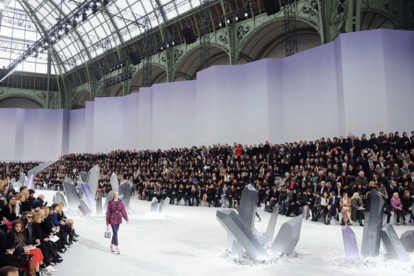 kicks off the chanel fall winter runway show karl lagerfeld shows off