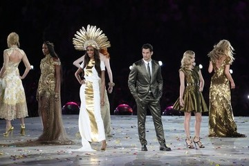 Kate Moss Naomi Campbell George Michael performs during the closing ceremony of the London 2012 Summer Olympic Games