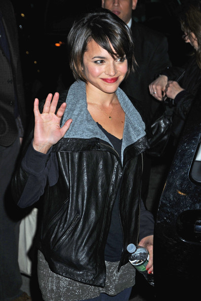 Norah Jones in Kate Walsh Arrives at the David Letterman Show - Zimbio