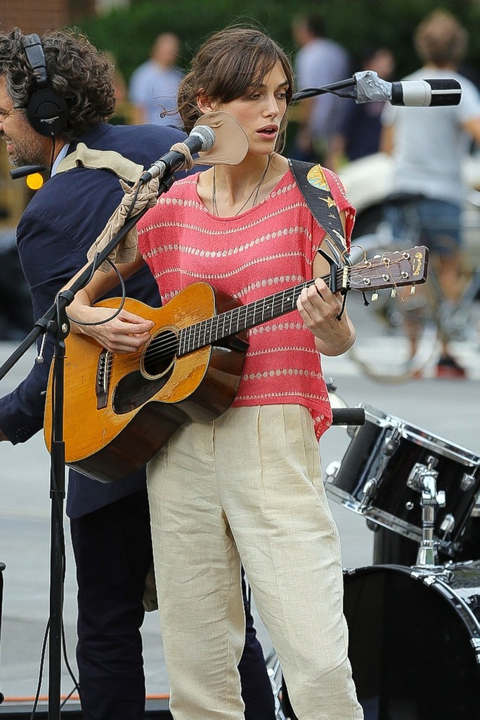 "Keira Knightley sings a song for her new film ""Can A Song ... Keira Knightley Sing"