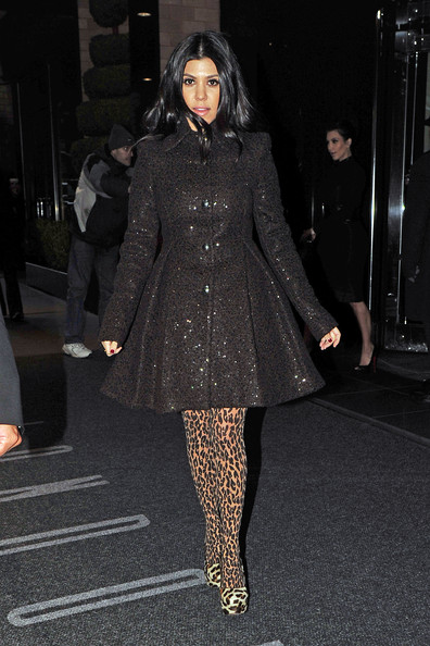 http://www3.pictures.zimbio.com/pc/Khloe+Kardashian+leaving+New+York+hotel+early+VjGCVsWGnhXl.jpg