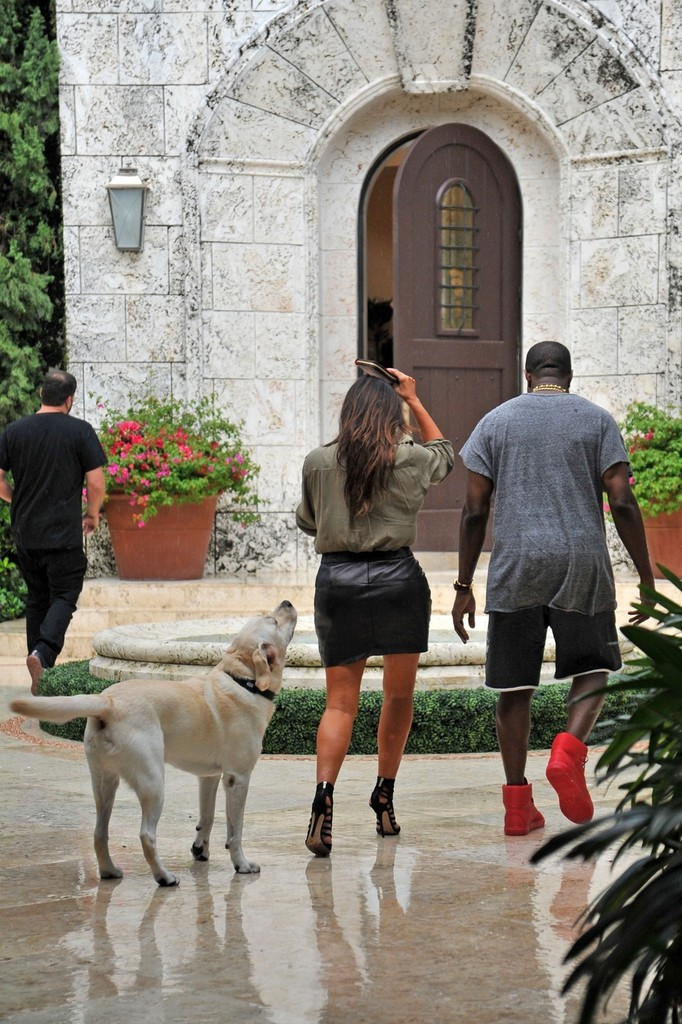 Kanye west photos photos kim kardashian and kanye west for Kanye west house address