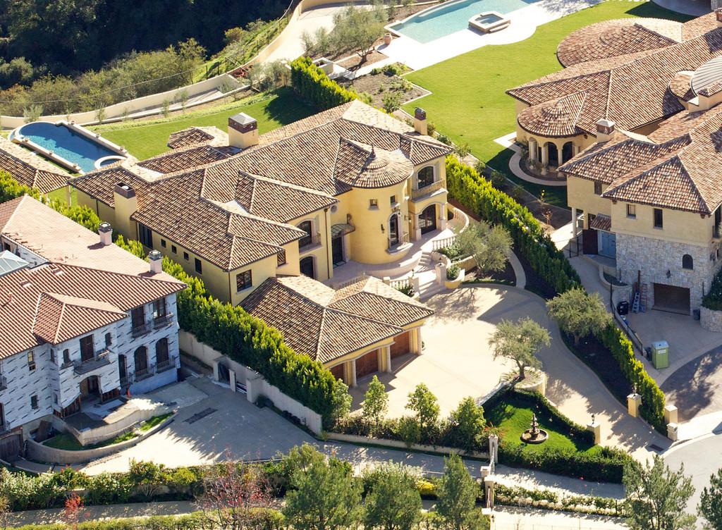 Aerial views of kim kardashian and kanye west 39 s new home for Kanye west house address
