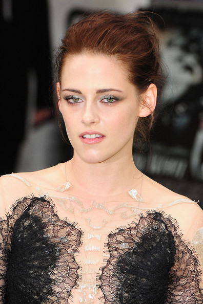 Kristen Stewart - Stars at the Premiere of 'Snow White and the Huntsman' in London 3