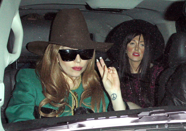 Lady Gaga - Lady Gaga at Shamrock Tattoo