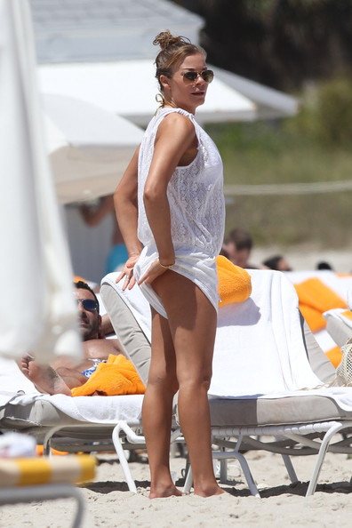 LeAnn Rimes at the Pool - Pictures