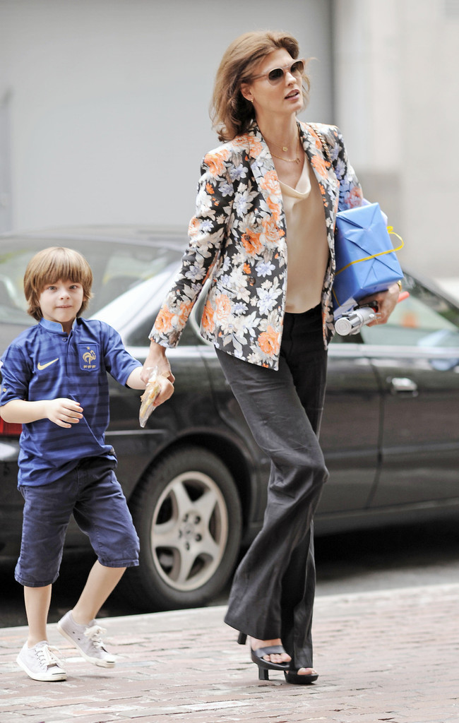 linda evangelista and son out in nyc zimbio. Black Bedroom Furniture Sets. Home Design Ideas