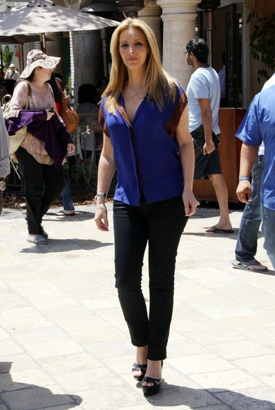 Former 'Friends' star Lisa Kudrow is all smiles as she makes an appearance on TV show 'Extra' at the Grove in Los Angeles