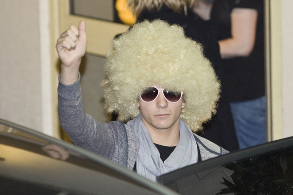 "Louis Tomlinson Louis Tomlinson of One Direction leaving the ""X Factor"" studios in a blonde wig following the Sunday elimination at Wembley, London.  Justin Bieber and UK boyband The Wanted both performed.."