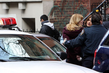 "Diora Baird Mariska Hargitay Films a Scene for ""Law & Order: Special Victims Unit"""