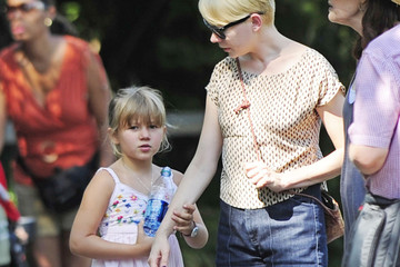 Matilda Ledger Jason Segel and Michelle Williams Take Matilda to the Bronx Zoo