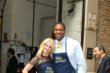 Michael Strahan Kelly Ripa Kelly Ripa and Michael Strahan Cook On the Streets