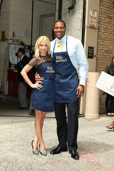 strahan single women Michael strahan's possible girlfriend in his 'serious relationship michael-strahan-date-mystery-woman-02 strahan was engaged to nicole murphy for five.