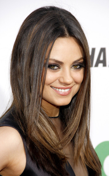 strait hair styles mila kunis photos at the premiere of ted 3661 3665