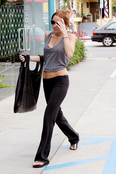 Miley Cyrus Ass In Yoga Pants Miley cyrus mi.