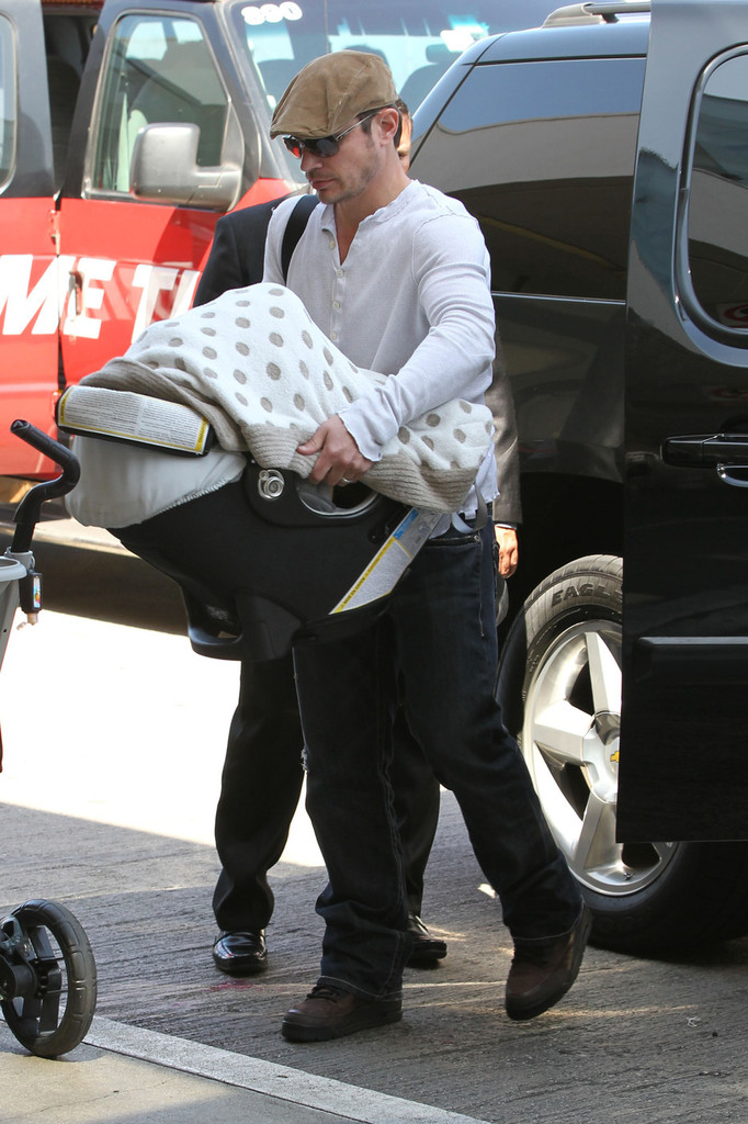 Nick Lachey - Nick Lachey and Vanessa Minnillo Leave LA