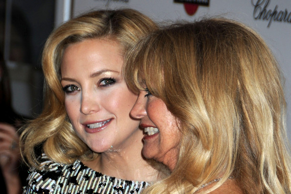 Nicole Kidman's Make-Up Malfunction. In This Photo: Kate Hudson, Goldie Hawn