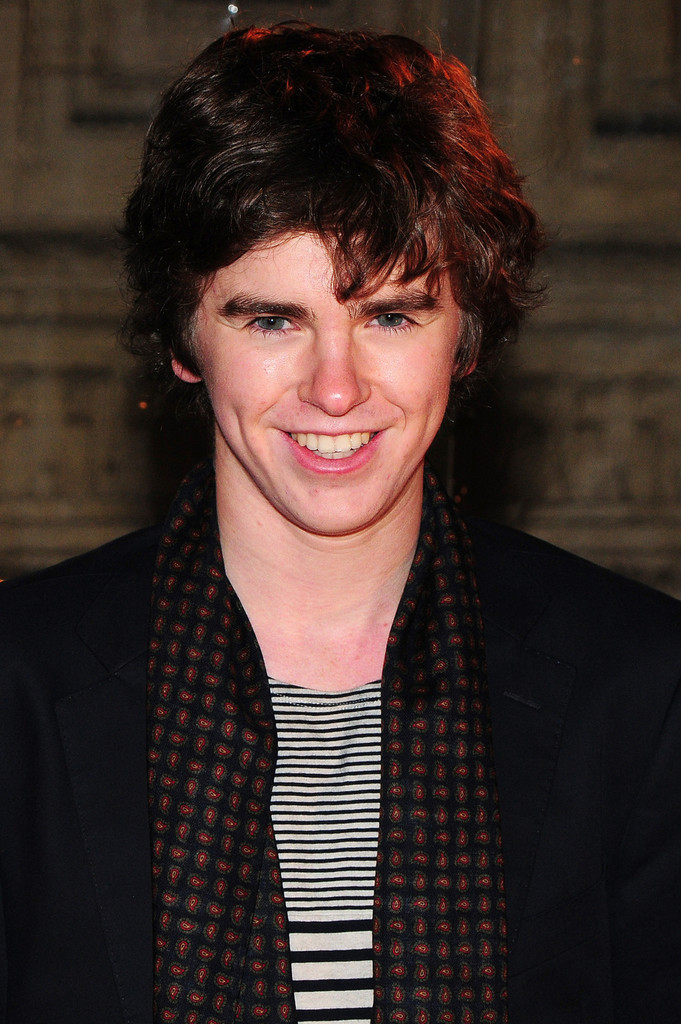 Freddie Highmore Photos Photos - Celebs at the Cirque du ...