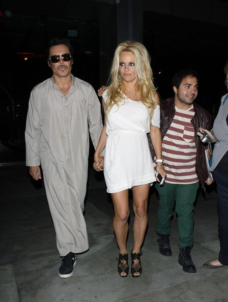 Pam Anderson and a Mystery Man Go to Dinner