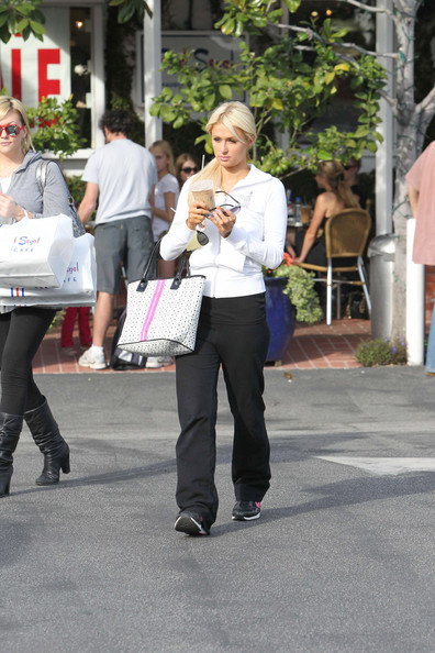 http://www3.pictures.zimbio.com/pc/Paris+Hilton+wearing+cheeky+jogging+pants+dw7diHly70bl.jpg