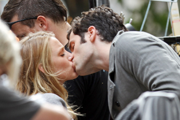 Blake Lively And Penn Badgley Pda Pictures Blake Lively And Penn