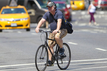 Phillip Seymour Hoffman Phillip Seymour Hoffman Rides His Bike Around NYC