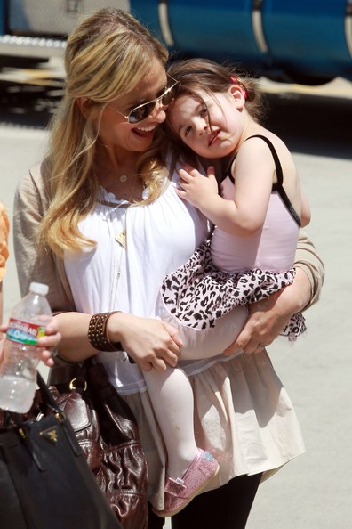 Photo of Sarah Michelle Gellar & her Daughter  Charlotte Grace Prinze