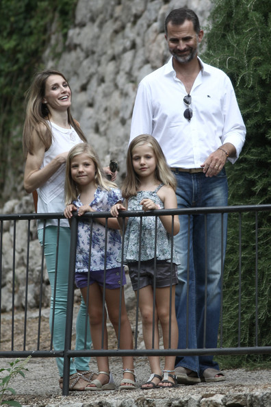Spanish Royals Take a Walk in Mallorca []