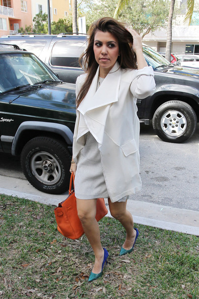 Kourtney and Khloe Kardashian stop off for lunch at Milo's restaurant in Miami Beach