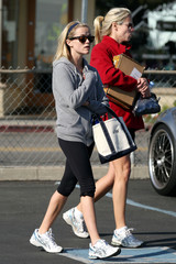 Reese Witherspoon Reese Witherspoon Leaves a Brentwood Gym