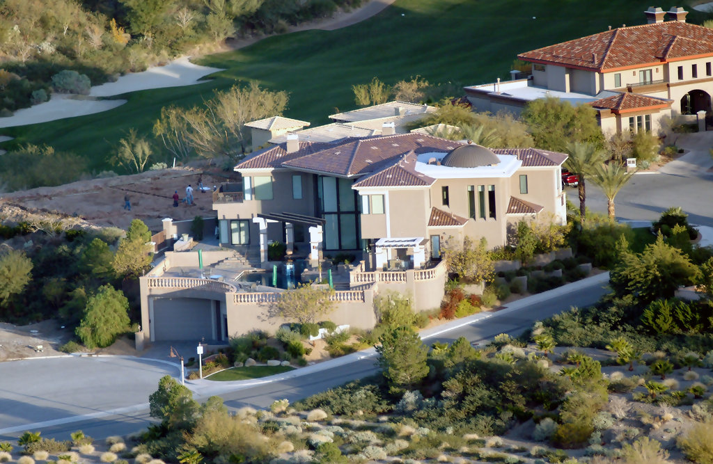 Helicopter in ritz carlton has announced it will close its lake las vegas hotel may 2nd 2010 - Maison de celine dion a las vegas ...