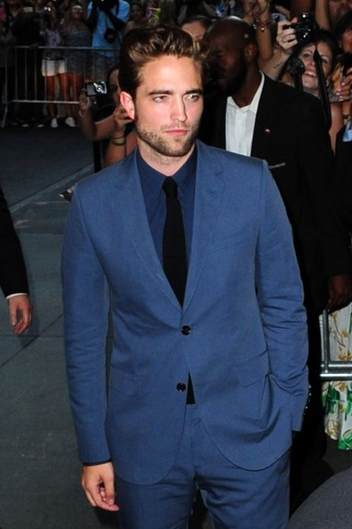 http://www3.pictures.zimbio.com/pc/Robert+Pattinson+FIRST+PUBLIC+APPEARANCE+Robert+k-z7MQcF7yMl.jpg