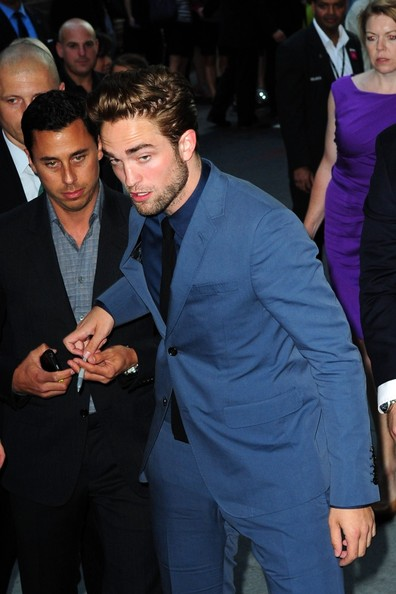 http://www3.pictures.zimbio.com/pc/Robert+Pattinson+Robert+Pattinson+Appears+Mk7TQuUi7N7l.jpg