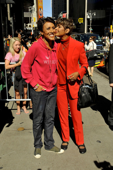 Robin Roberts And Her Sister Pose Together