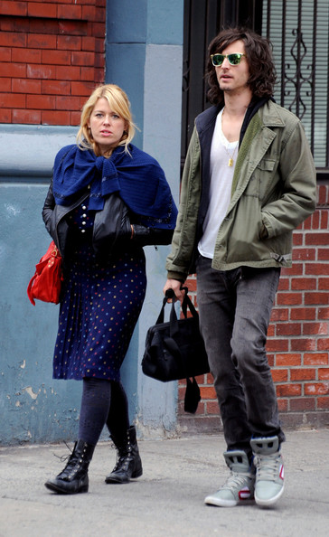 Nick Valensi and Amanda De Cadenet Spotted in NYC 6 of 7 ...