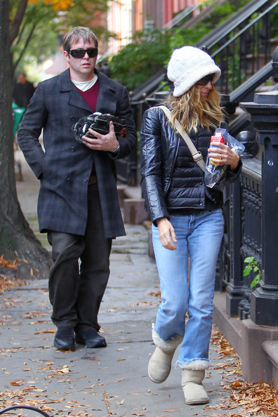 Sarah Jessica Parker Sarah Jessica Parker and Matthew Broderick walk home together. Matthew was carrying a baseball and glove in his arm.