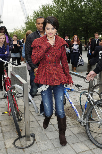 "Selena Gomez Selena Gomez, currently on a promotional tour for her new album 'A Year Without Rain', takes advantage of some free time by taking a trip on the London Eye. Gomez took along some fans who had won a competition for a meet and greet with the ""Wizards of Waverly Place"" star."