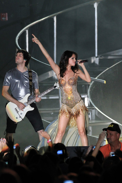 Selena Gomez Selena Gomez wows the crowd as she performs live on stage in Boca Raton, Florida. The Disney darling cheekily sat on a cooler with pictures of boyfriend Justin Bieber on it for one number, and used a personalised, glittery microphone throughout her performance.