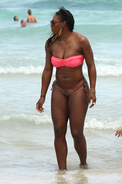 Serena Williams A bikini clad Serena Williams enjoys a day on the beach with ...