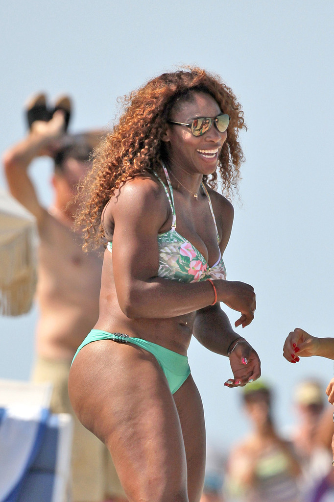 Venus & Serena Williams - 3 - Page 8 Serena+Williams+Serena+Williams+Beach+wUYqGM1UOXBx
