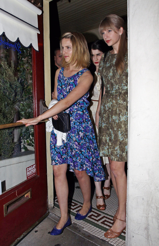 Taylor Swift Dianna Agron Taylor Swift Photos Singer Taylor Swift And Glee Star Diana Agron Seen Leaving Together From Dominick S Restaurant In Hollywood After Enjoying An Meal Together Zimbio