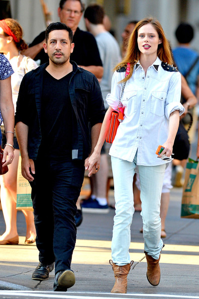 Check N Go >> Supermodel Coco Rocha and her husband James Conran go for a stroll hand-in-hand in New York City ...