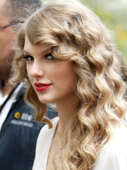 "Taylor Swift Monday October 25, 2010.Taylor Swift arrives at Central Park to perform a free show for her fans, with songs from her latest album ""Speak Now."