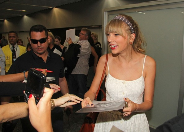 Taylor Swift - Taylor Swift Arrives in Rio