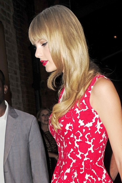 Taylor Swift - Taylor Swift Visits the MTV Studios 2