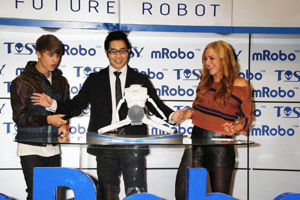 Teen pop sensation Justin Bieber reveals 'mRobo'
