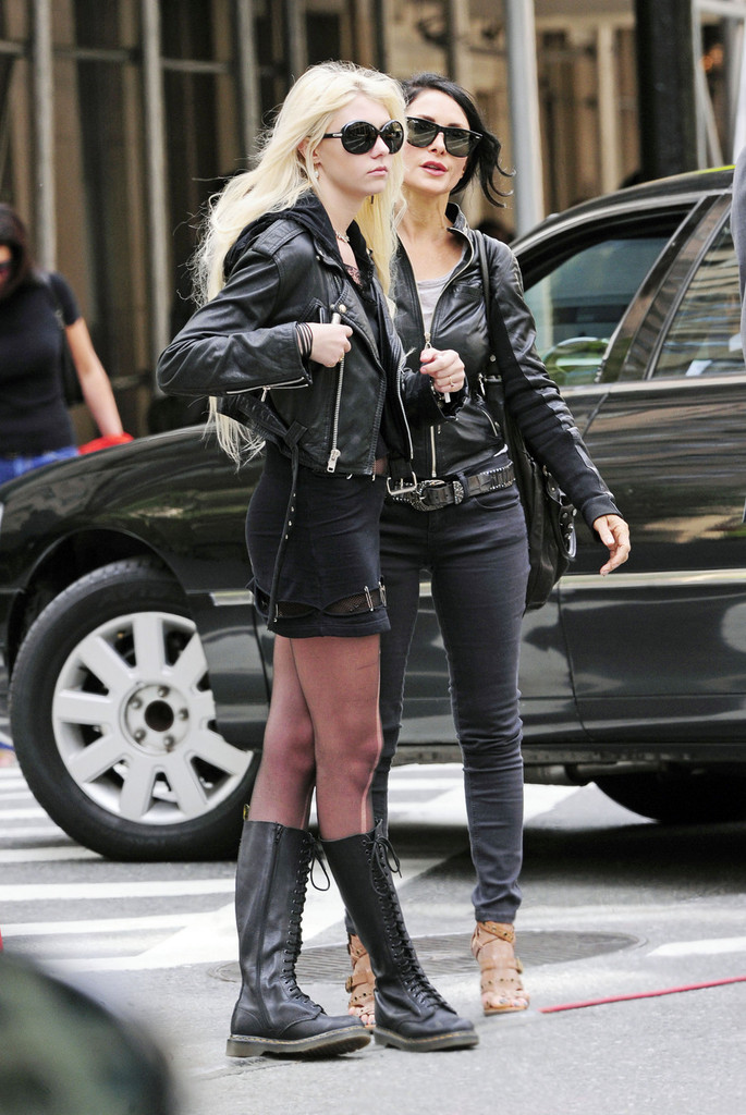 Taylor Momsen Shops With Her Mom At Barneys Zimbio