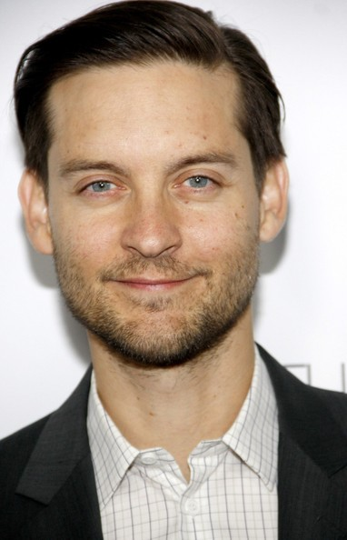 http://www3.pictures.zimbio.com/pc/Tobey+Maguire+Tobey+Maguire+seen+attending+8j4ShgbBS6vl.jpg