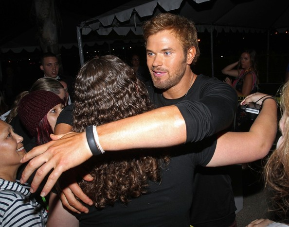 Comic Con 2012 Twilight+star+Kellan+Lutz+seen+meeting+greeting+4u5Zzqhu9lZl